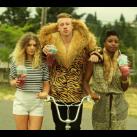 Thrift Shop Shopping To a Sick Hip Hop Beat :: Macklemore & Ryan Lewis Get Thrifty.